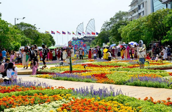 Nguyen Hue walking street must-see places in Saigon