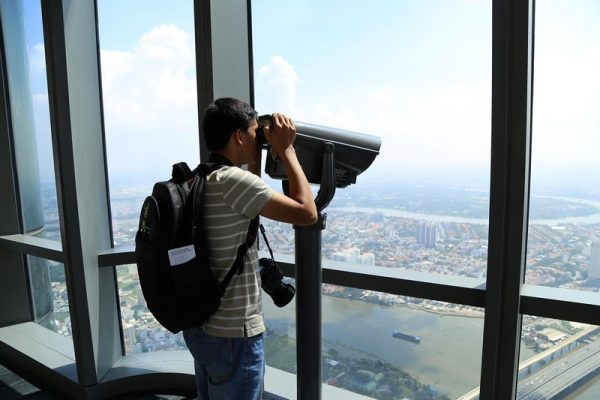 telescope at Landmark 81 Skyview