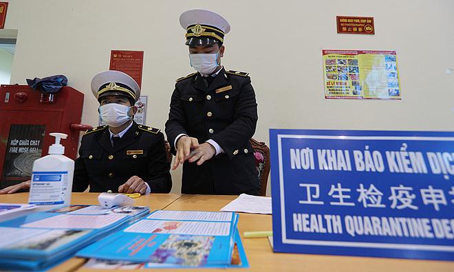 Người nhập cảnh Việt Nam phải khai báo y tế