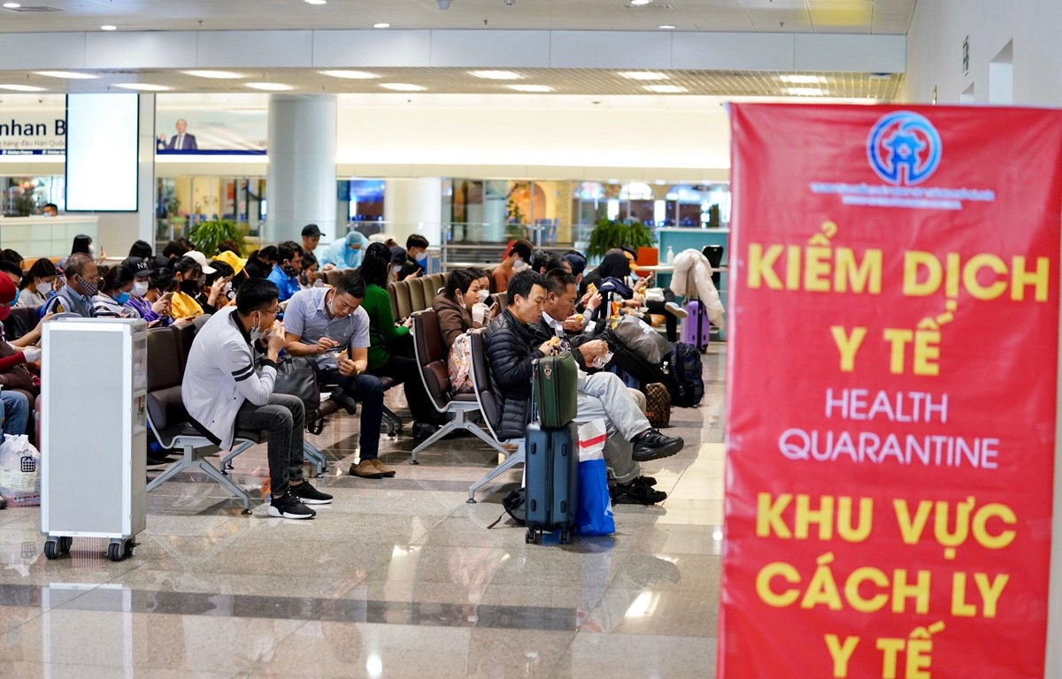 Passengers from ASEAN countries flying to Vietnam will be quarantined 14 days
