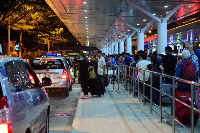 Reisen Sie vom Flughafen SGN aus um HCMC herum
