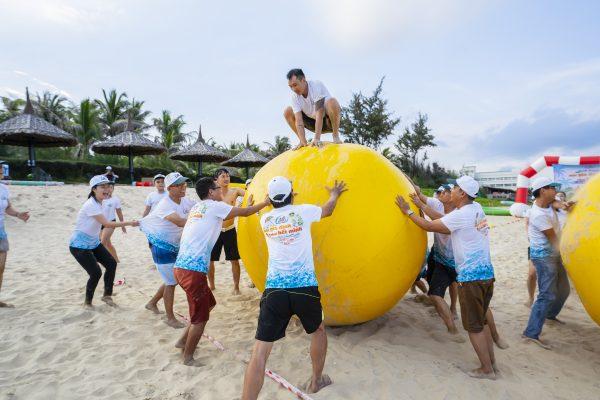 Hoạt động team building trong tour du lịch Phan Thiết